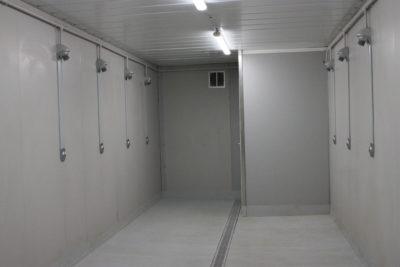 Les douches installées dans les vestiaires provisoires